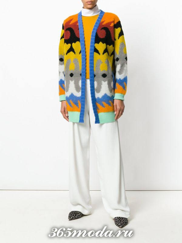 модный кардиган с яркими узорами