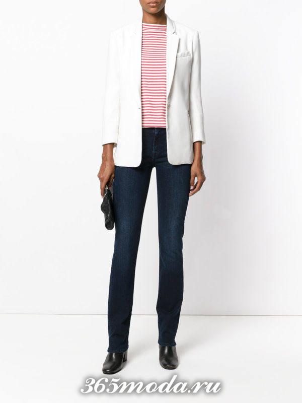 сочетания синих джинсов с белым пиджаком