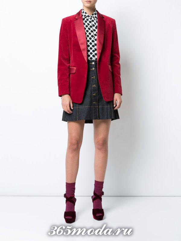сочетания синей юбки с красным пиджаком