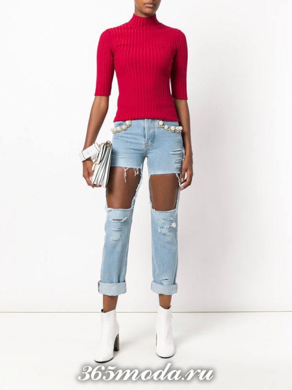 сочетания синих джинсов с красным верхом