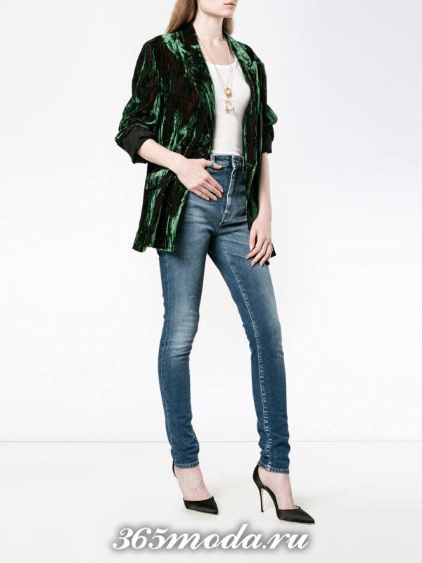 сочетания синих джинсов скинни с зеленым бархатным пиджаком