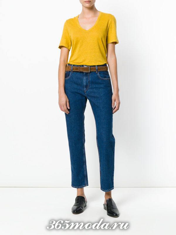 сочетания синих джинсов с поясом с желтой футболкой