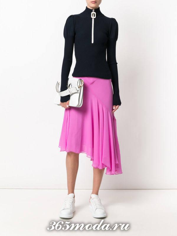 сочетания синего свитера с фиолетовой асимметричной юбкой