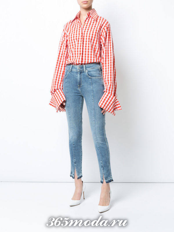 лук синие джинсы с полосатой рубашкой