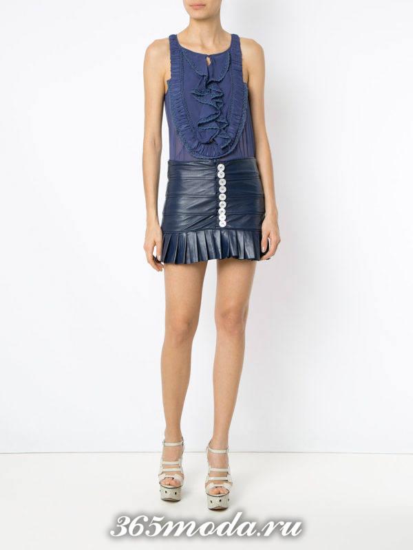 лук синяя мини юбка с синим топом