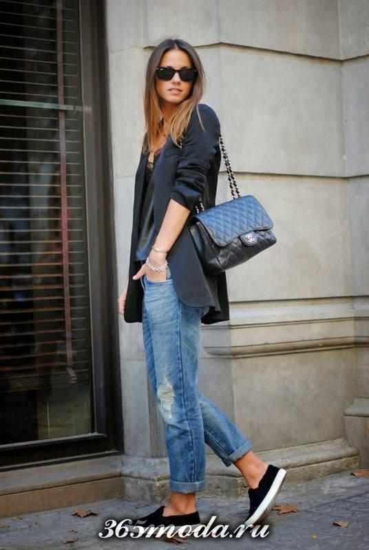 женские черные слипоны с джинсами