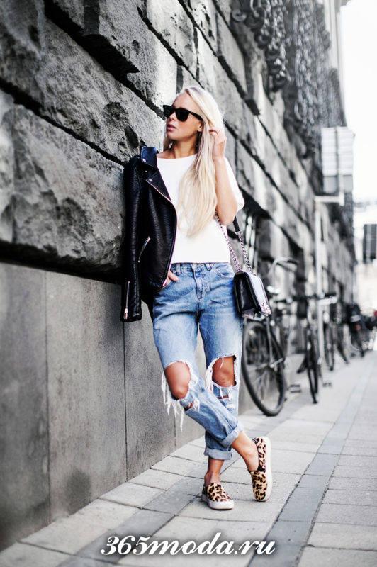 женские леопардовые слипоны с джинсами бойфрендами