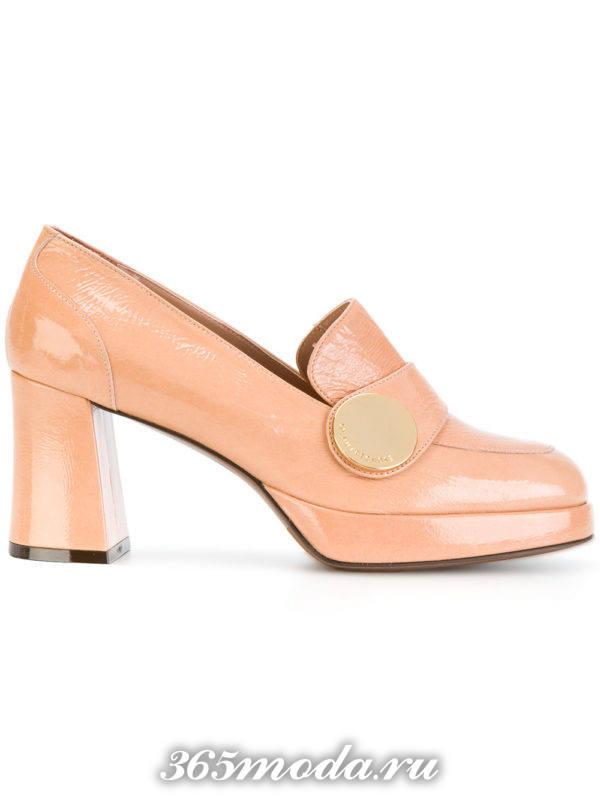 пудровые туфли на толстом каблуке