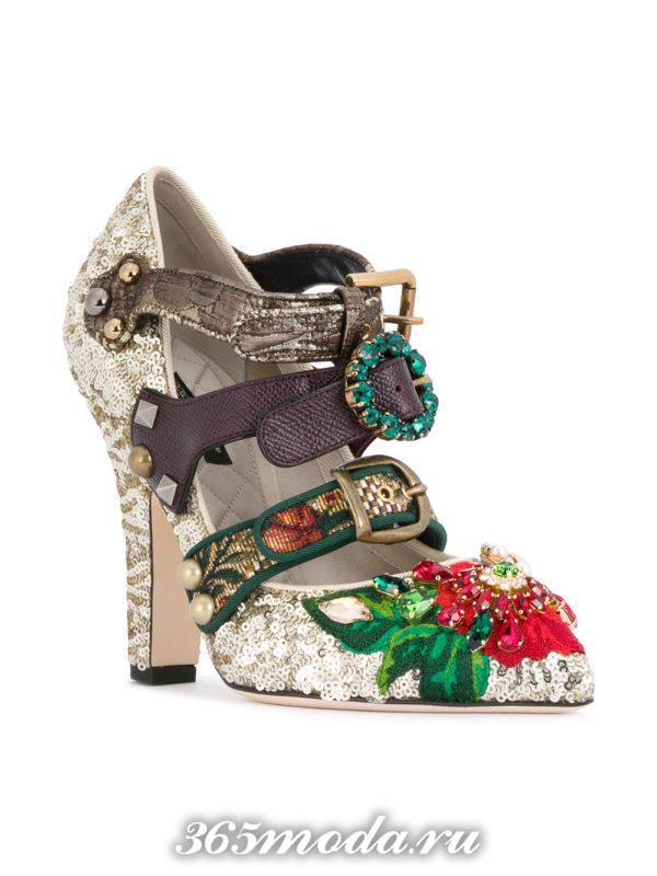 туфли на толстом каблуке с декором