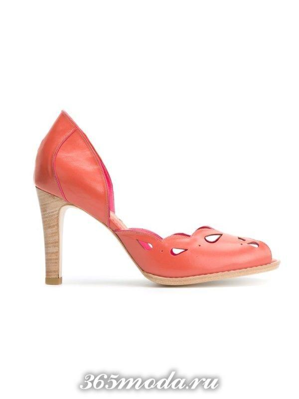 цветные туфли с открытым носком