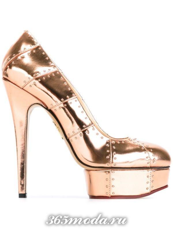 золотые туфли на платформе