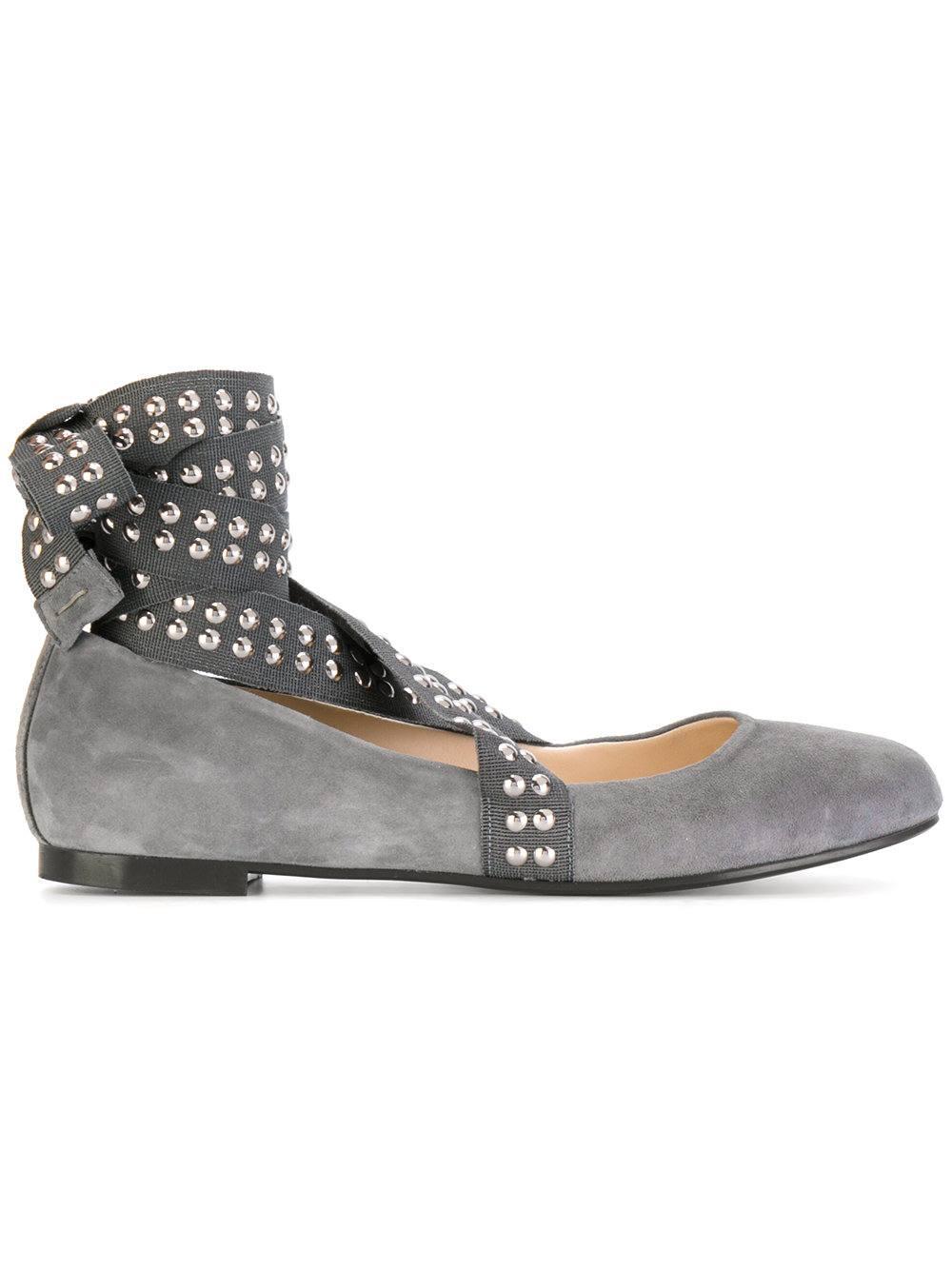 Модные весенние женские туфли