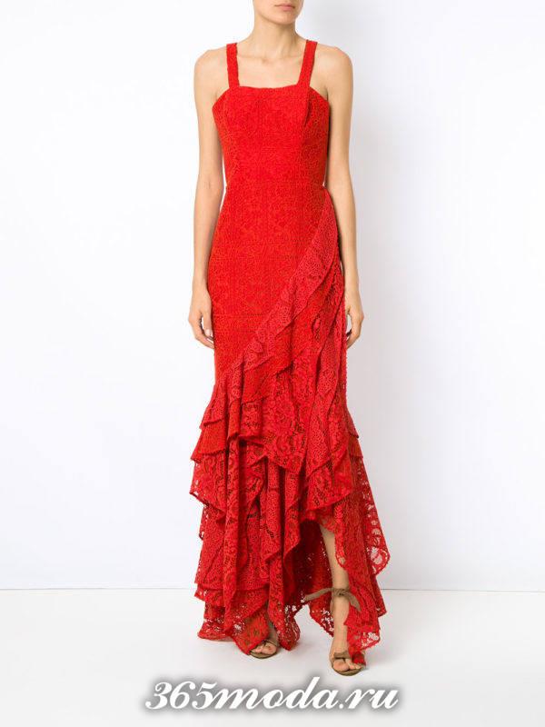 выпускное красное кружевное платье на бретелях