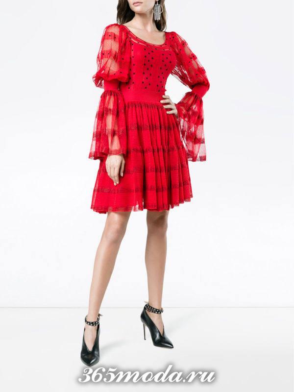 выпускное красное короткое платье с рукавами