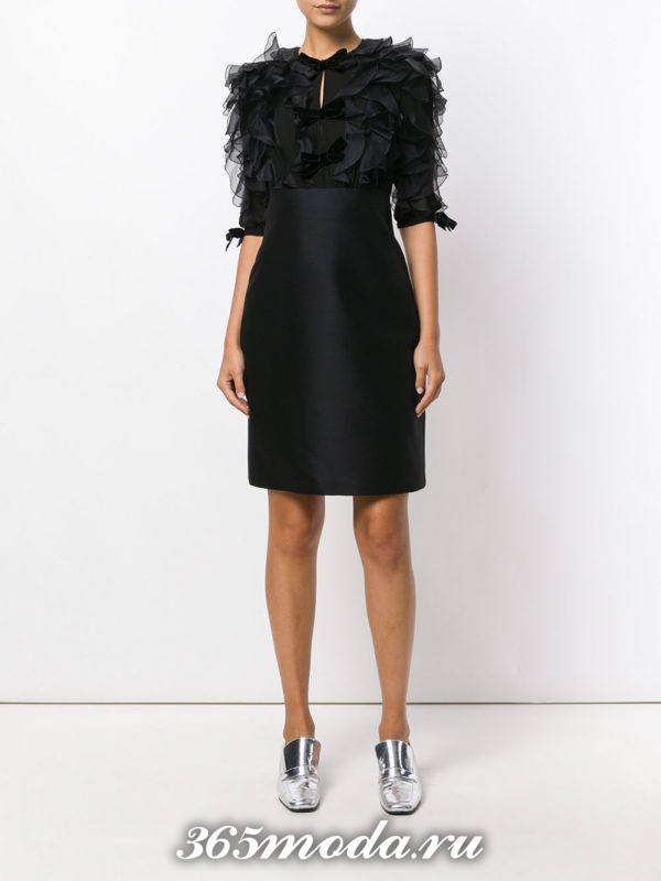 выпускное короткое платье футляр с перьями
