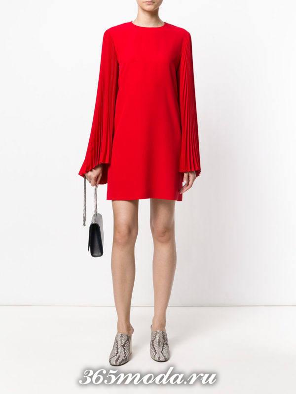 выпускное короткое красное платье с рукавами плиссе