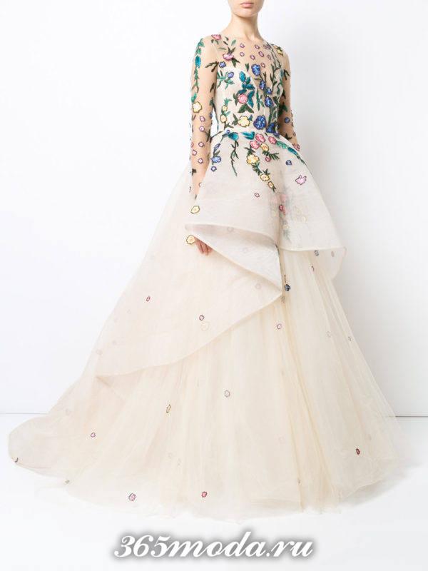 выпускное пышное платье с декором