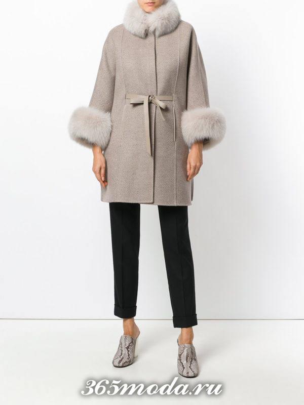 вязаное серое пальто с мехом осень-зима