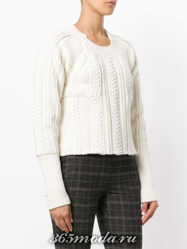 вязаный белый свитер осень-зима