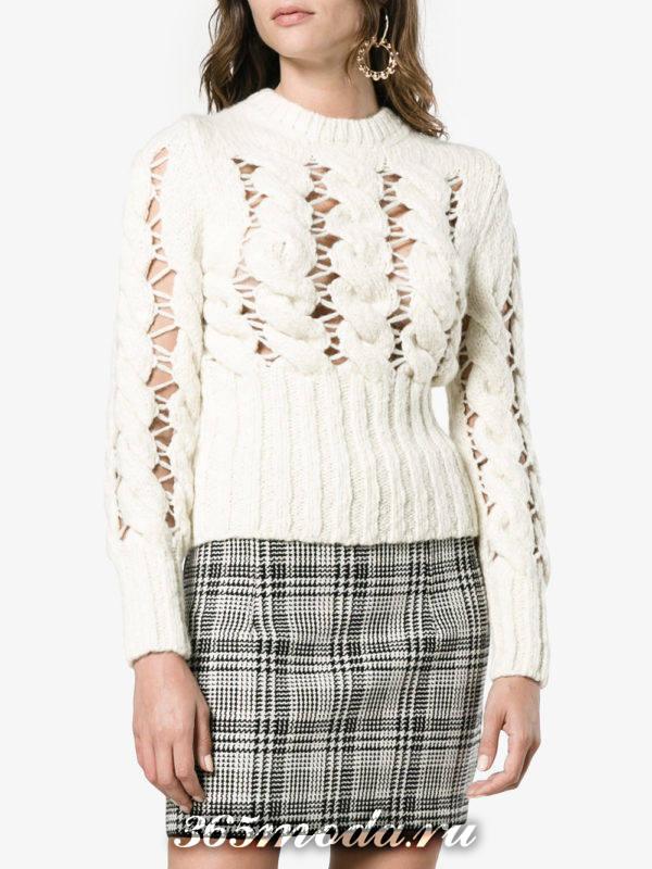 белый свитер крупной вязки осень-зима