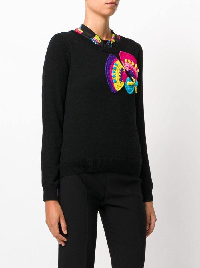 вязаный черный свитер с декором осень-зима