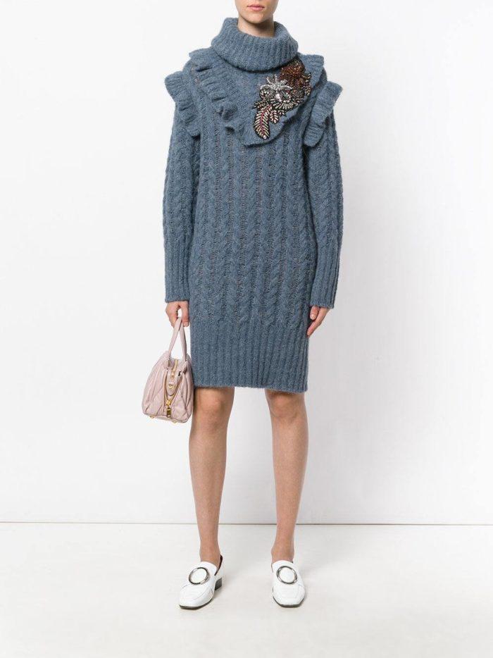 вязаное серое платье с декором осень-зима