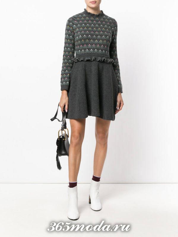 вязаное короткое серое платье осень-зима