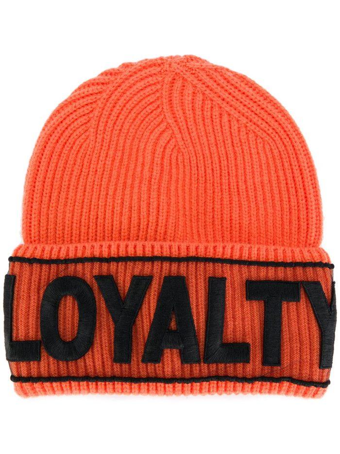 вязаная оранжевая шапка с надписью осень-зима