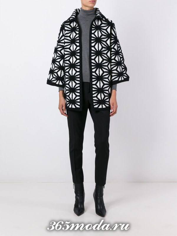 вязаное короткое пальто с узором осень-зима