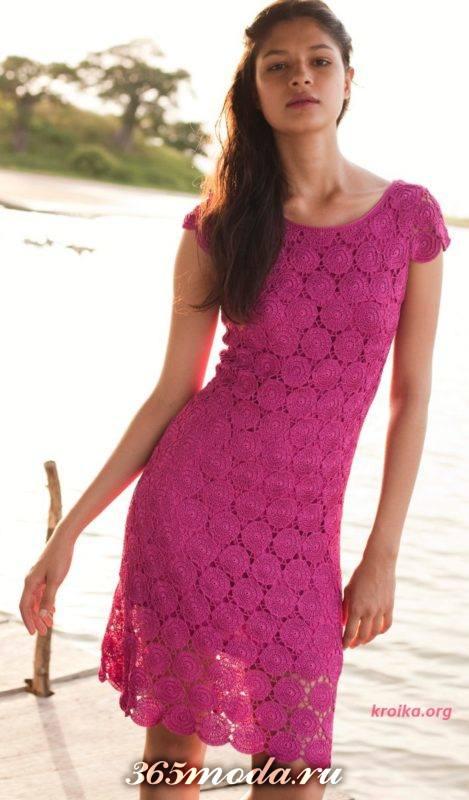 вязаное крючком платье футляр цвета фуксия