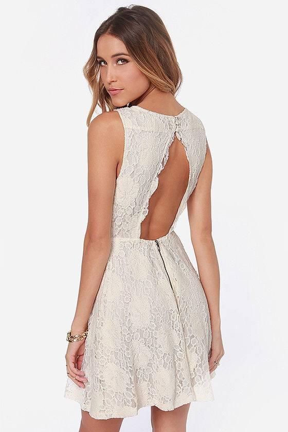 летнее вязаное платье крючком клеш с открытой спиной