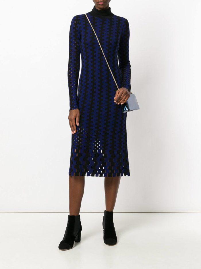 вязаное крючком полосатое миди платье с воротником