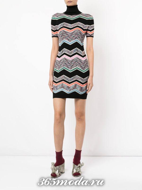 вязаное крючком полосатое мини платье с воротником