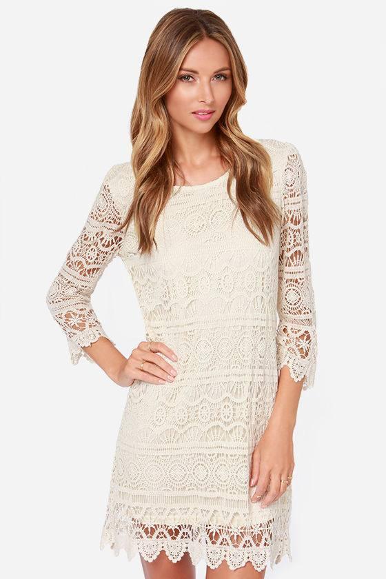 летнее вязаное платье крючком с рукавами белое