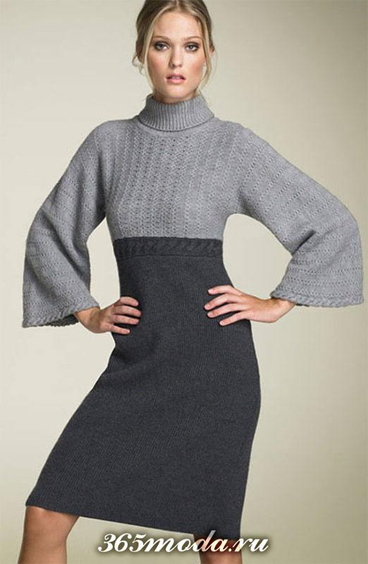 зимнее вязаное платье крючком двухцветное с рукавами клеш