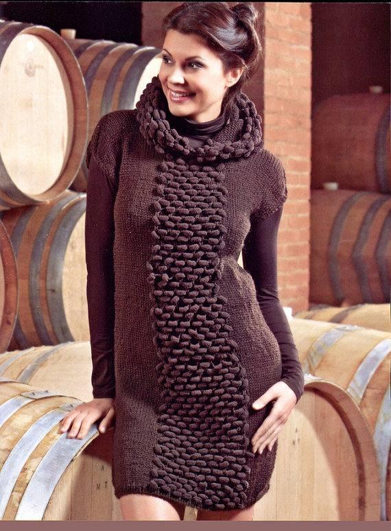 зимнее вязаное платье крючком коричневое с декором