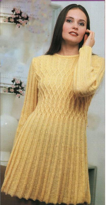 зимнее вязаное платье крючком клеш желтое