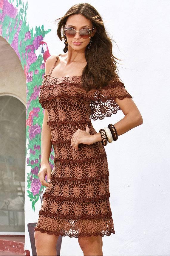 вязаное платье крючком весна осень с открытыми плечами
