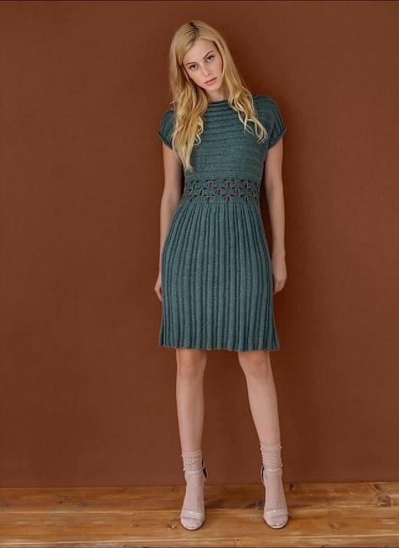 вязаное платье крючком весна осень изумрудное с коротким рукавом