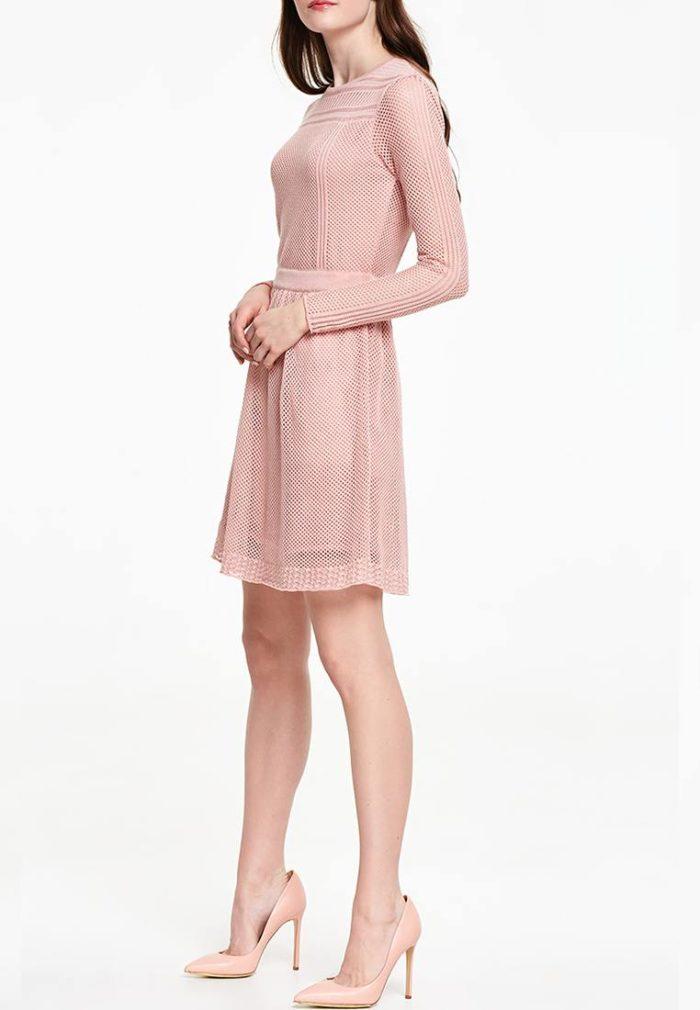 розовое короткое платье вязаное крючком