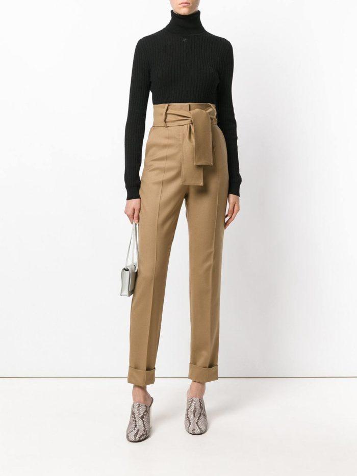 Базовый гардероб: песочные брюки с высокой талией