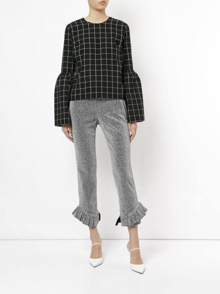 Базовый гардероб для женщины: укороченные брюки с оборками