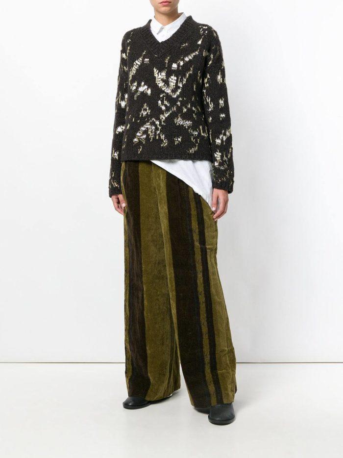 Базовый гардероб для женщины: брюки клеш с полосками