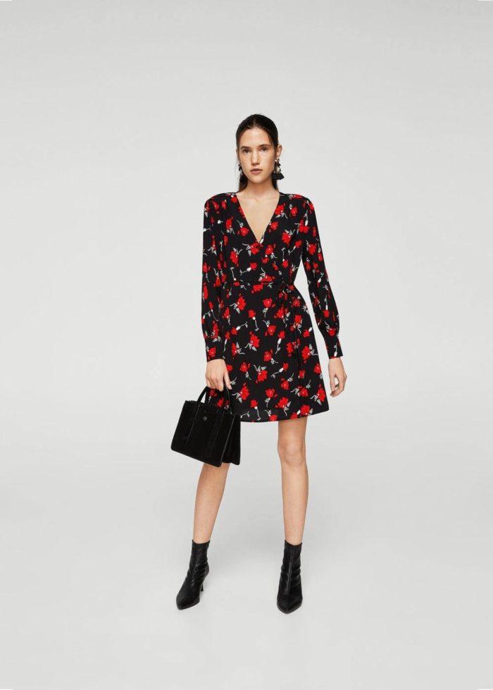Базовый гардероб для женщины: короткое платье с принтом