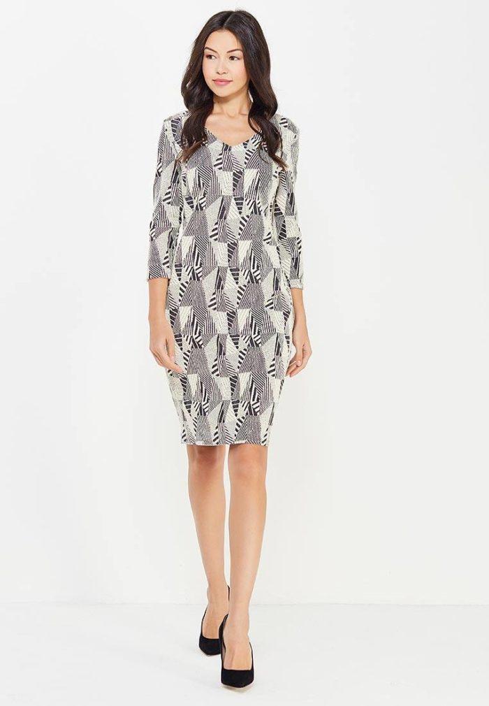 Базовый гардероб для девушки: платье футляр с принтом