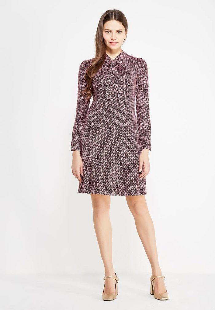 Базовый гардероб для девушки: платье с воротником