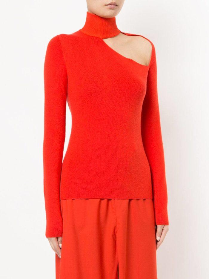 Базовый гардероб для девушки: красный свитер с вырезом
