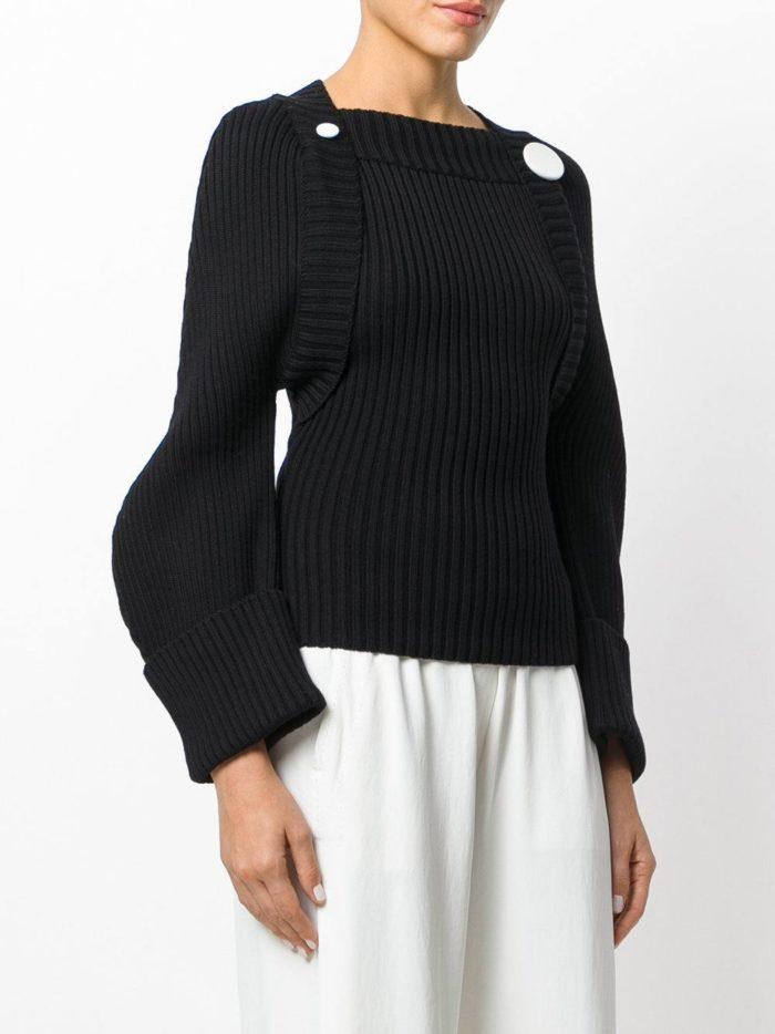 Базовый гардероб для девушки: черный свитер с пышными рукавами