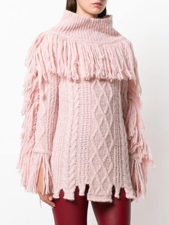 Базовый гардероб для девушки: розовый свитер с бахромой