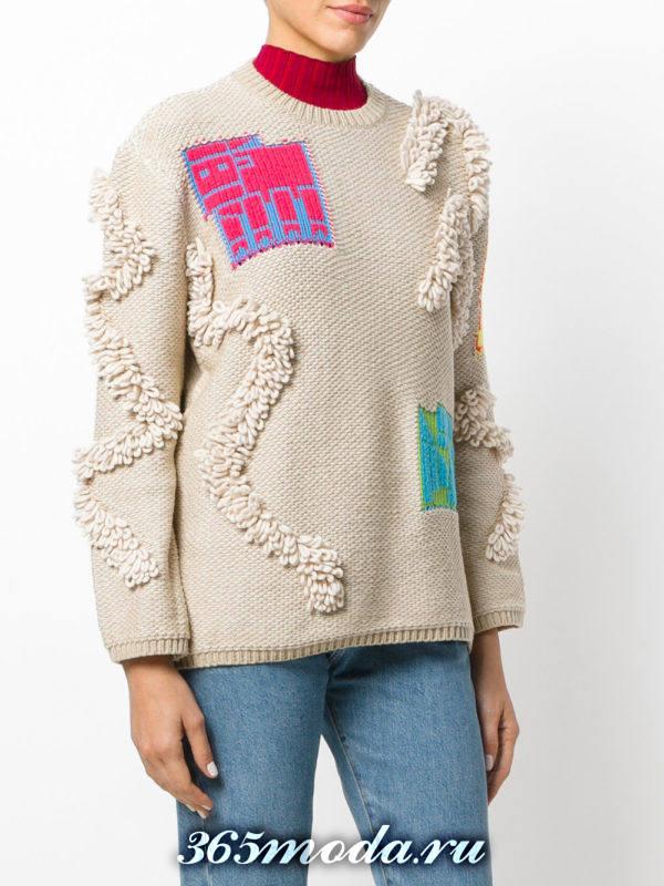 базовый бежевый свитер с декором